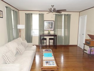 DO NEW ORLEANS! **Safe/WIFI/near Lakefront (UNO)/FQ/ 2 Great Beds**