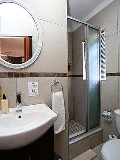 Standard Room 5 - en-suite bathroom