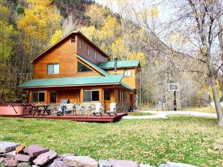 Luxury Riverside Home - Hot Tub - Walk to Downtown - Free Night Offer