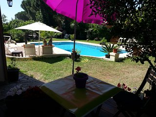 Au Cap D'Agde Chalet- Studio dans villa, piscine, BBQ 7 minutes des plages