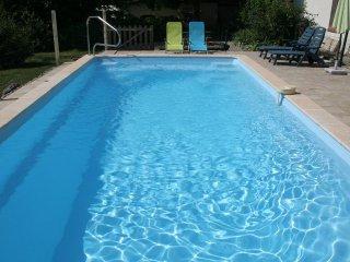 2 gites : jusqu'a 11 personnes, au calme, avec piscine, proche Eymet et Bergerac