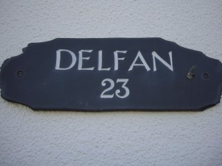 Delfan 3 bedroom bungalow minutes from the sea.
