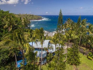 Black Sand Beach House ~ Stunning Ocean Views ~ 2 Bedrooms/2 Baths ~ Sleeps 4