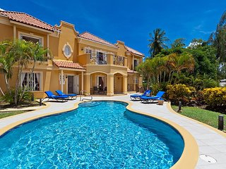 4 Bedroom Villa + pool opposite Mullins Beach