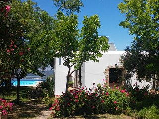 Sculptors Cottage in Aptera village with sea views and pool, Chania