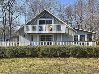 Only 1.5 blocks to the ocean! 2 bedroom home with large deck and screened porch.