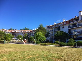 'Faraway' Two bedroom, Two Balcony Apartment Close to Beach and Golf