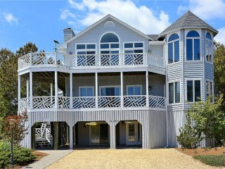 Spacious 7 bedroom, 5.5 bath beach home with decks and parking!