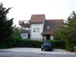 4 bedroom, 2.5 bath, ocean view home with loft - 1/2 block to the beach!