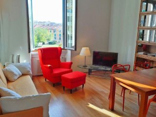 Strategic location in the Ticinese district, 5 minutes to Navigli e zona