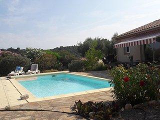 villa avec studio et piscine privee