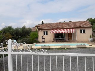 villa avec studio et piscine privée