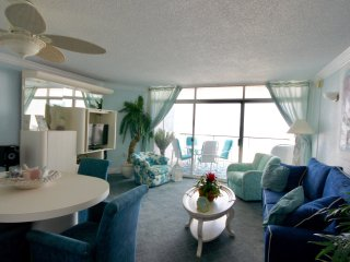 The Pyramid 3D..Newly Renovated One bedroom Directly On The Beach