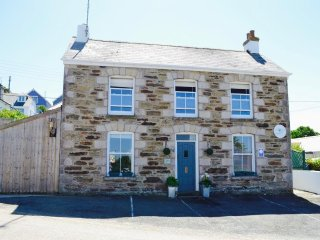 3 Bed Cornish Cottage - Terrance offering Sea Views