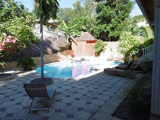 Grand studio meuble dans Lodge avec piscine