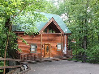 New Listing! Between Gatlinburg/PigeonForge. Hot tub/Pool Table. 2 decks. Relax!