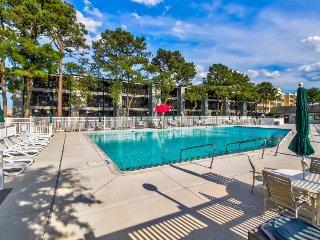 Cozy condo w/ seasonal pool - one block from beach access!
