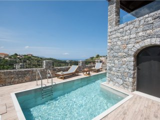 Villa Acrothea with pool, sea and mountainviews, Kournas