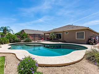 Spacious Large Family Home - pool, BBQ, theater rm