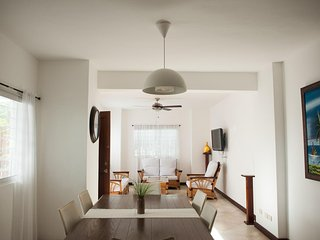 Castelli Beach Apt. 1 Bedroom, 1 minute walking to Los Corales Beach! BBQ!!!