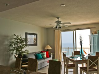 Panama City Beach Beachfront Condo! Amazing Gulf views. Sleeps 6.