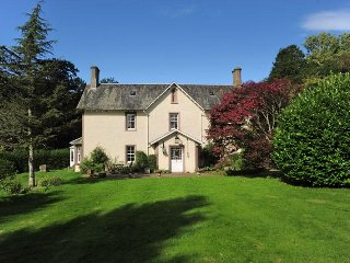 Historic country house with hot tub (5 bedrooms/sleeps12)