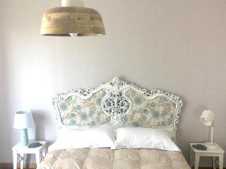 """Il Vulcano Bianco """" Flower Room """" con balcone, vista giardino, bagno condiviso"""