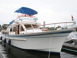 Waterfront Houseboat - Albin 45' in Downtown Providence, RI