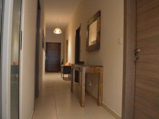 Three Bedroom Luxury Ground Floor Maisonette,Private Pool & Views