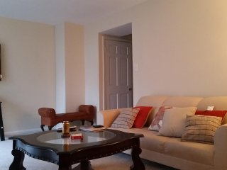 Cozy Upscale Apartment tip of D.C!!