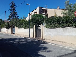 TARRAGONA-(Vallmoll).-I rent rooms+litte breakfast + 0ther services to negotiate