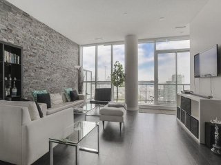 Luxury 3Br+2WR Apartment, CN Tower view, CoreDtwn