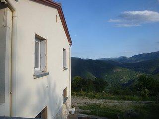 Villa au milieu de la montagne et de la foret,calme plein sud vue exceptionnelle