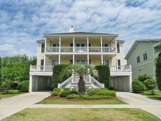 Beach Across the Street, Heatable Pool, Big Beautiful Home, Sleeps 15