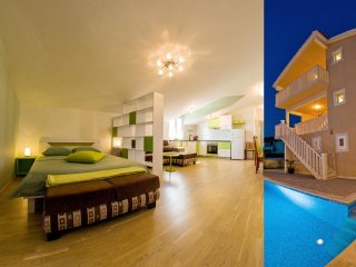 Elegant spot in attic with pool and lovely sea view III