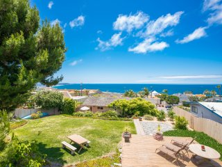 Magical Oasis w/Ocean Views+Huge Garden+Hot Tub!-Crossroads of the West Gun Show