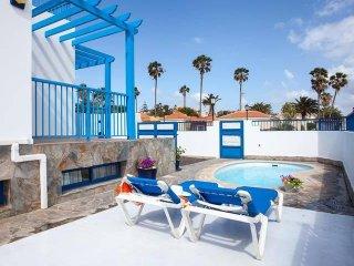 Villa in city center with private pool & wifi (11p.)