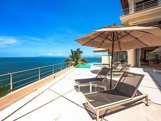 4 br Traditional house in Conchas Chinas, stunning views to the ocean!