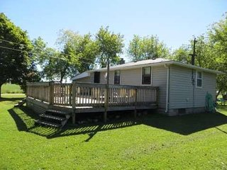 Lovely Two Bedroom Cottage in Bluewater, Ontario Close To The Beach