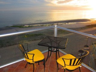 Amazing sunset & port viewOceanfront w wrap around balcony - 3BD/3BA - E608