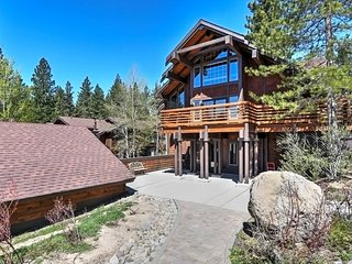 Incline Village Condo w/ Pool Access & Mtn. Views!