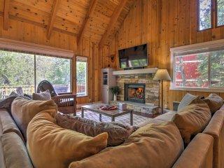 Gorgeous Lake Arrowhead Retreat w/Game Room & Deck