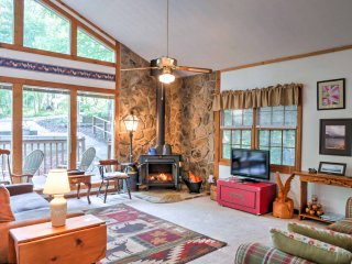 New! 4BR Jasper Cabin w/2 Decks & Splendid Views!