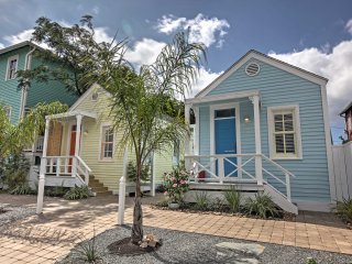 NEW! 'Blue Octopus' 1BR Galveston Cottage by Beach!