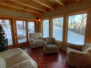 22 Tyro: Family Ski-In/Ski-Out Mountain Lodge on Upper Tyro Slope at Wintergreen
