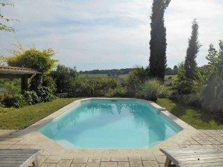 4 Bedroom villa with private pool overlooking vineyards