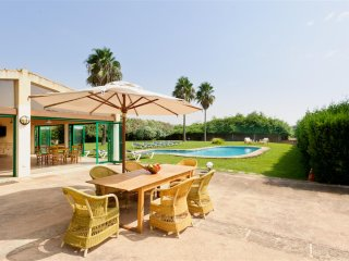 Son Rito, Rustic Majorcan Farmhouse for 20 people with terrace, pool, BBQ & wifi