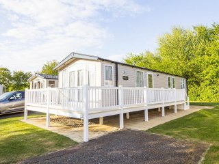 8 Berth Caravan in Hopton Haven Holiday Park, Great Yarmouth Ref:80011 Wentworth