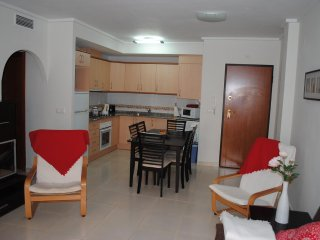 EM146  Spacious Ground floor 2 bed 1 bath apartment with big terrace