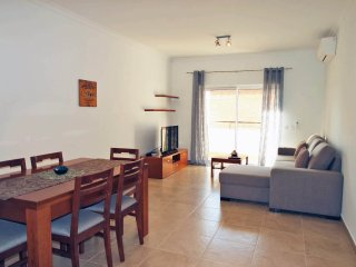 Large Modern 1 bed Apartment with Pool